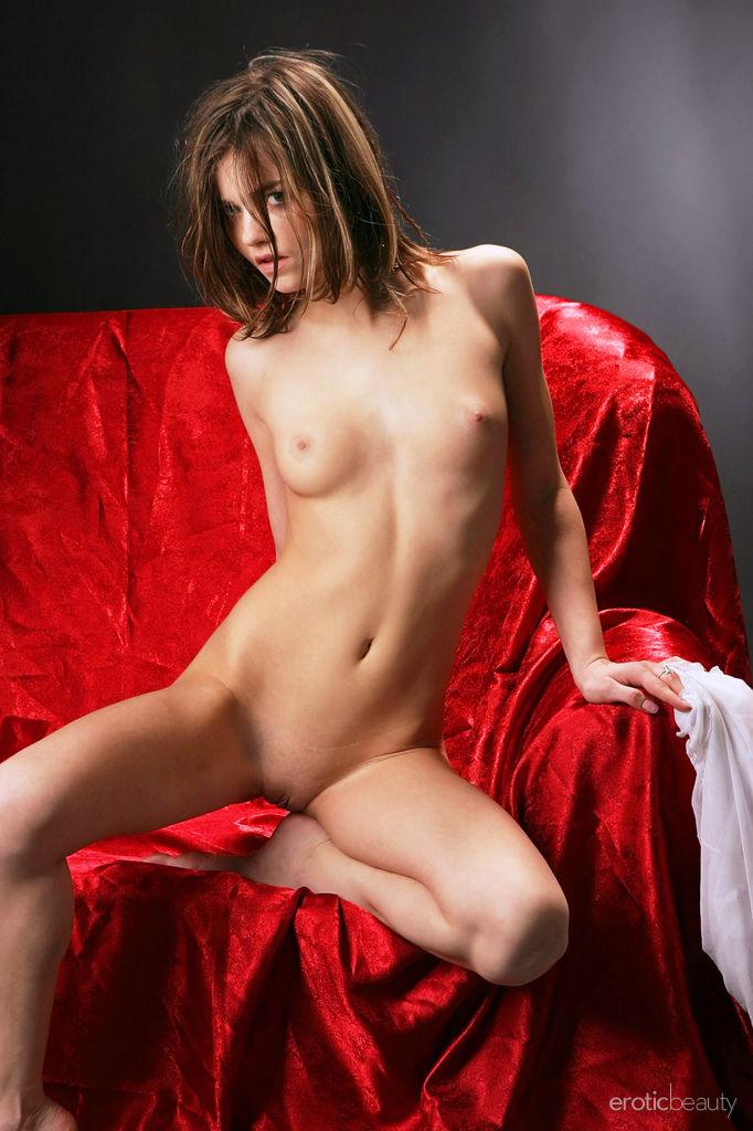 Alice kiss nude pics