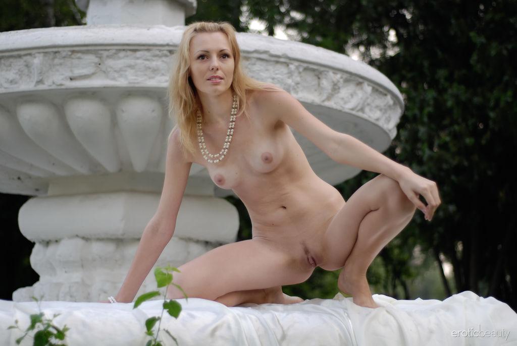 Bikini cristian of the fountain naked pics her youtube