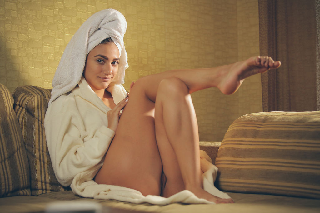 naked-girls-and-towels