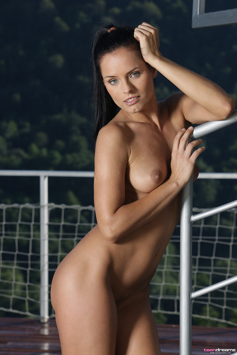 naked-picture-of-kari-girl-with-no-nipples
