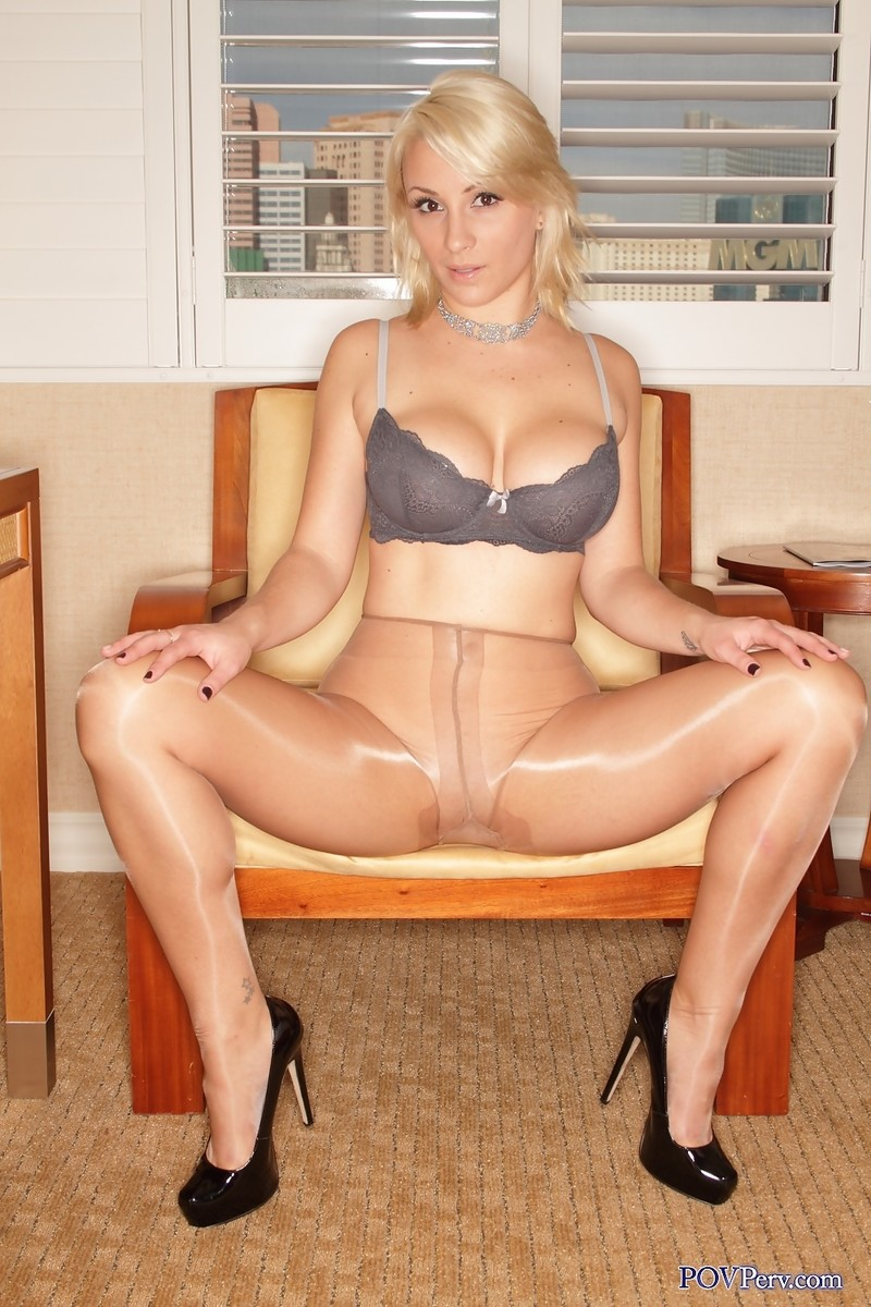 Pantyhose huge tits-8648