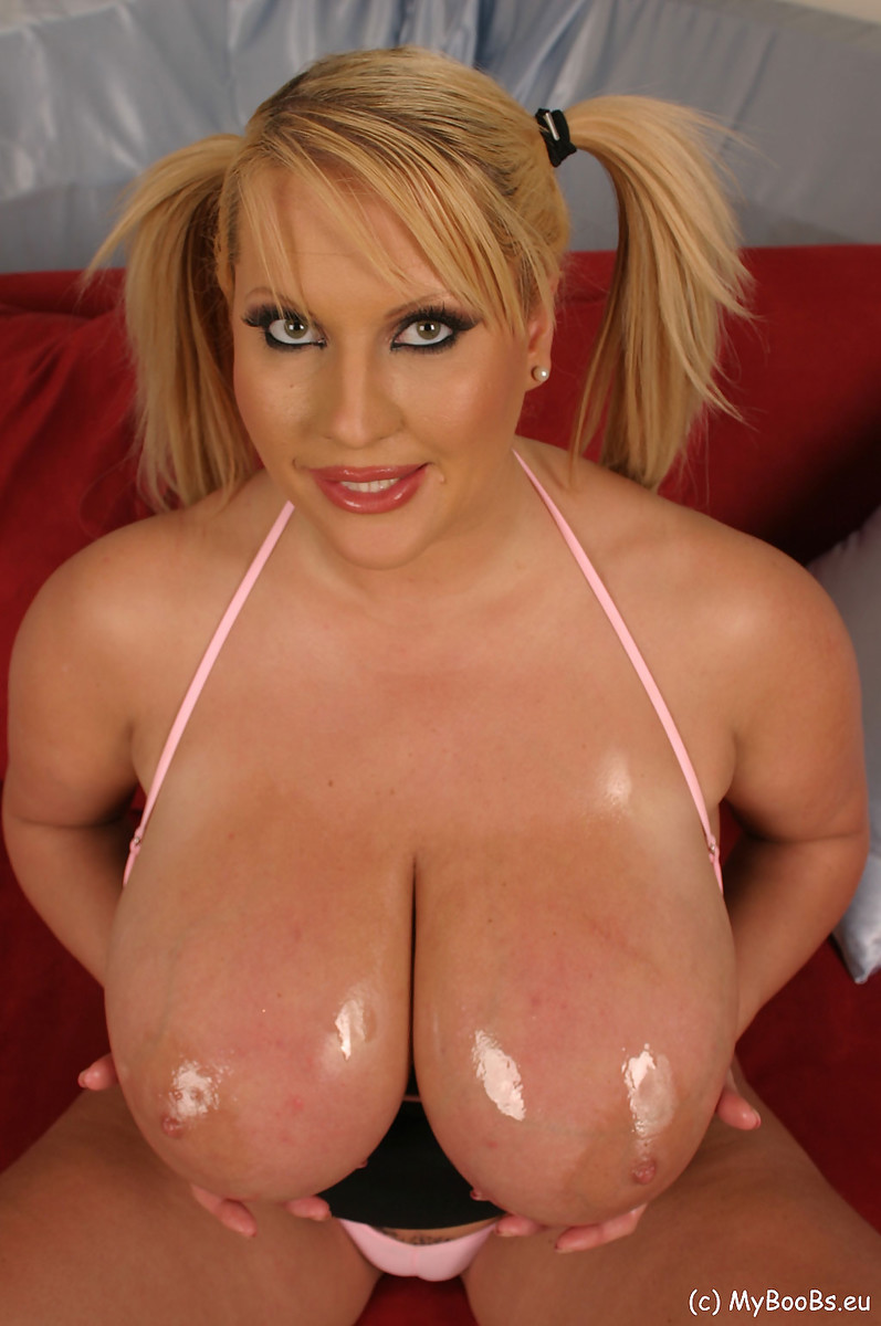 Laura M Play With Huge Tits And Bodyoil - My Boobs 95435-9371