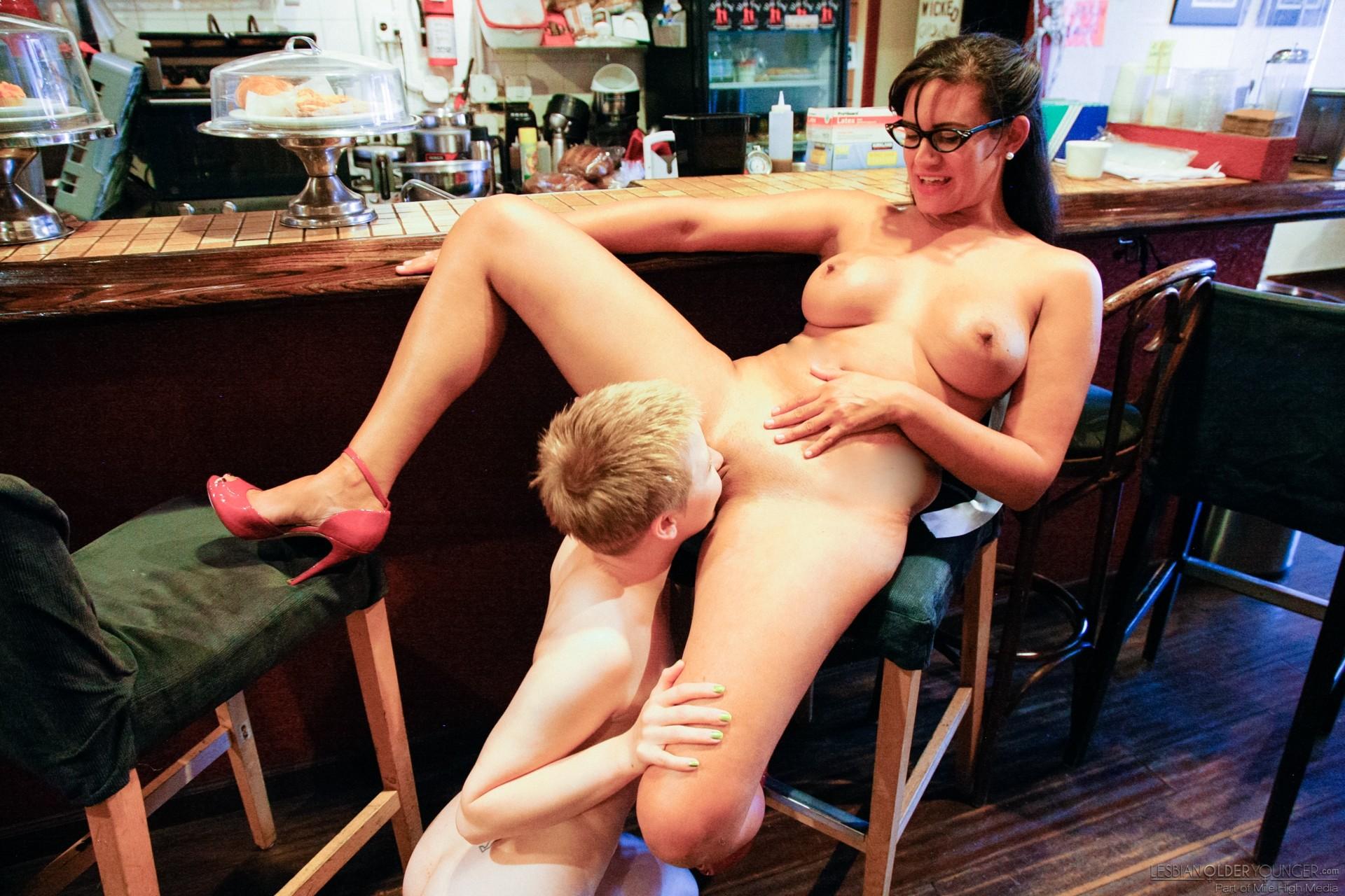 Джессикой оприходована парикмахером порно после стрижки видео трахает жену