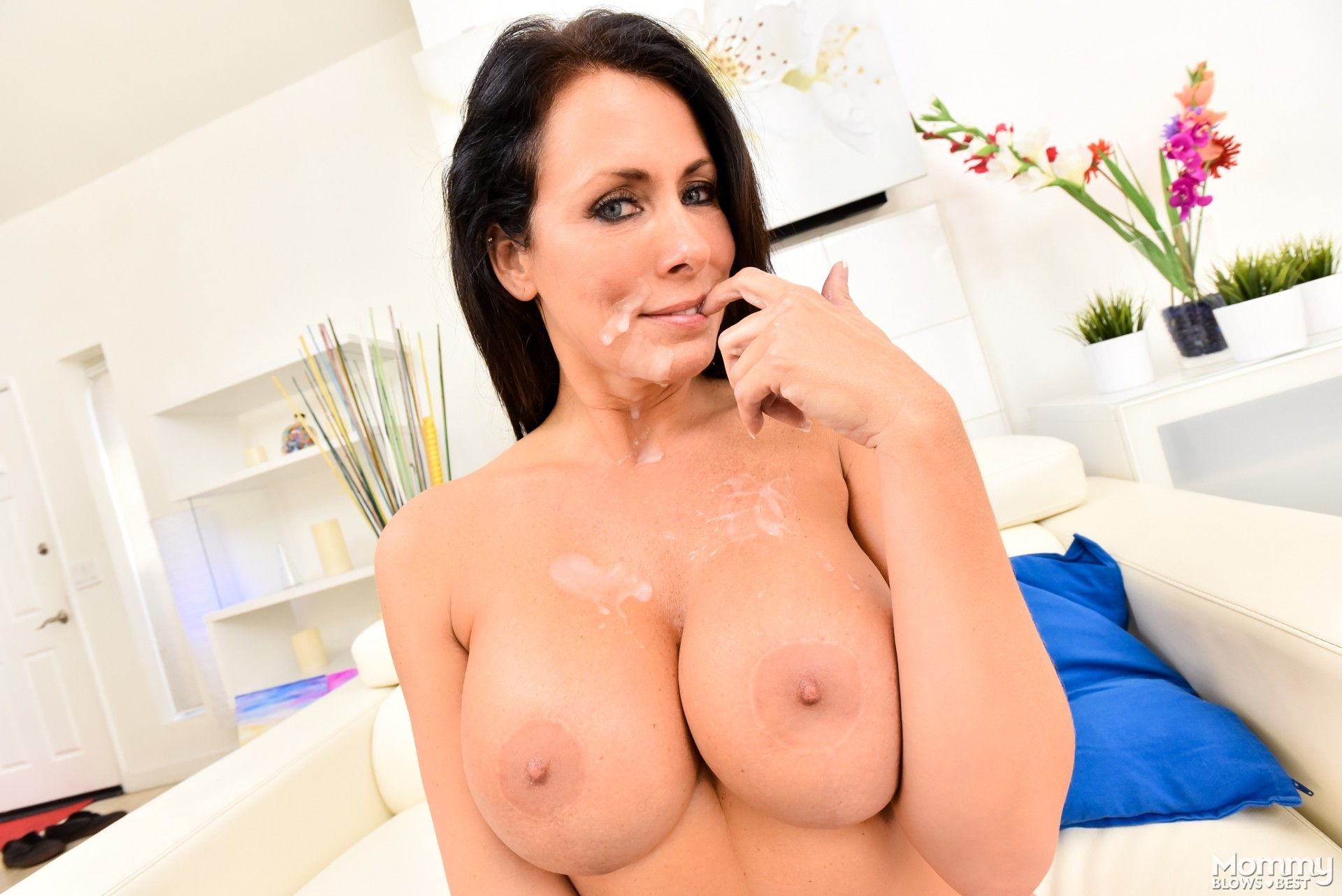 Mommy milf julia ann amp jessica jaymes get a hot load of cum 2