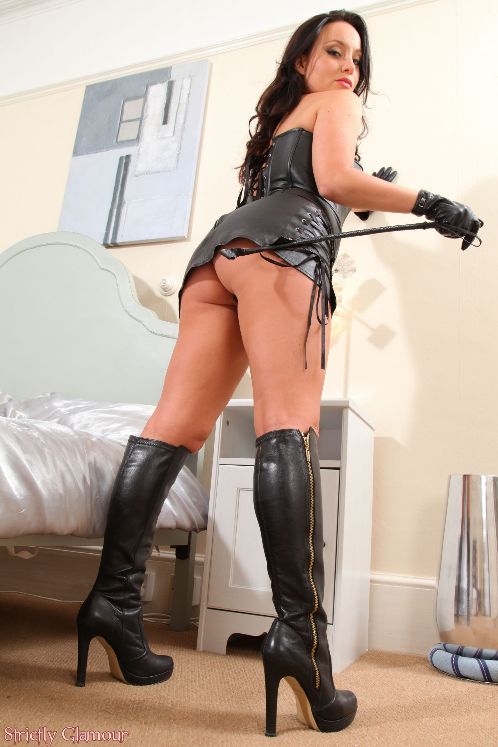 Watch Sexy Brunette In Boots Toys Pussy