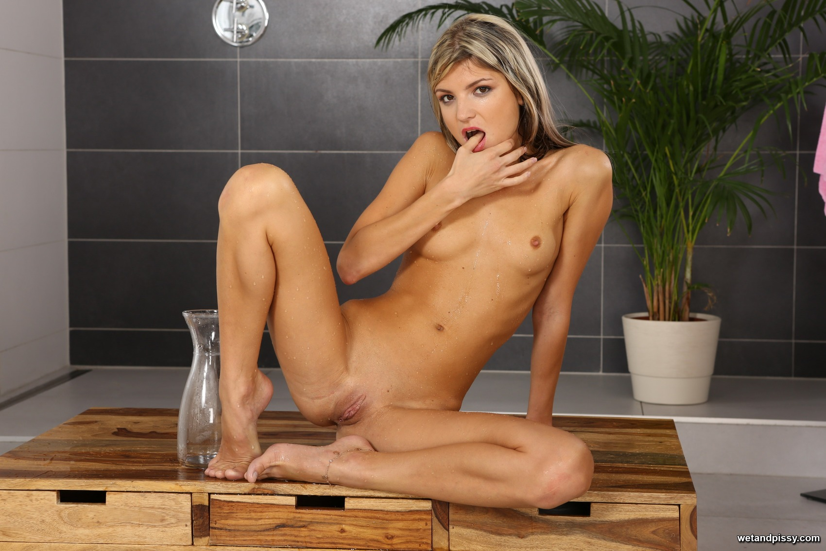 Wet and Pissy - Gina Gerson 100592