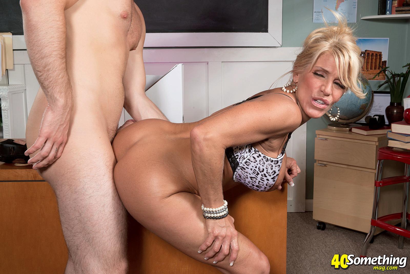 Mature porn stars fuck — pic 6