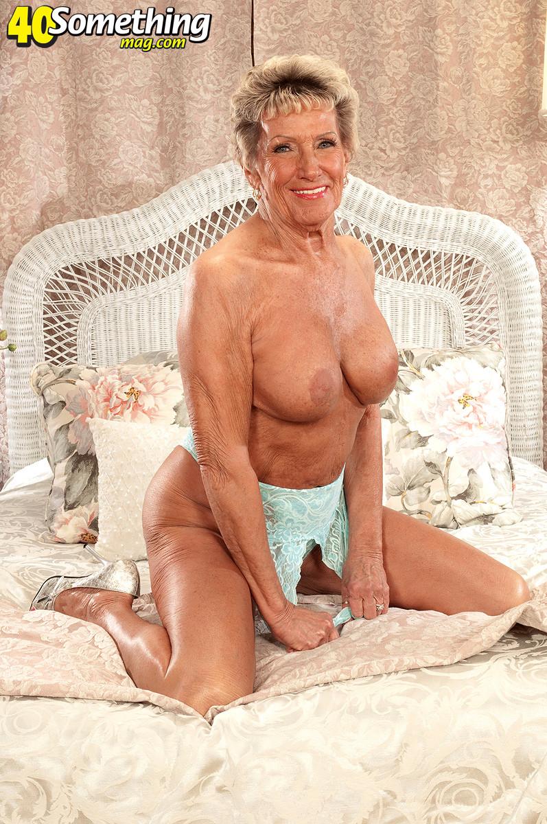 Hot Nude Milf tits handjob