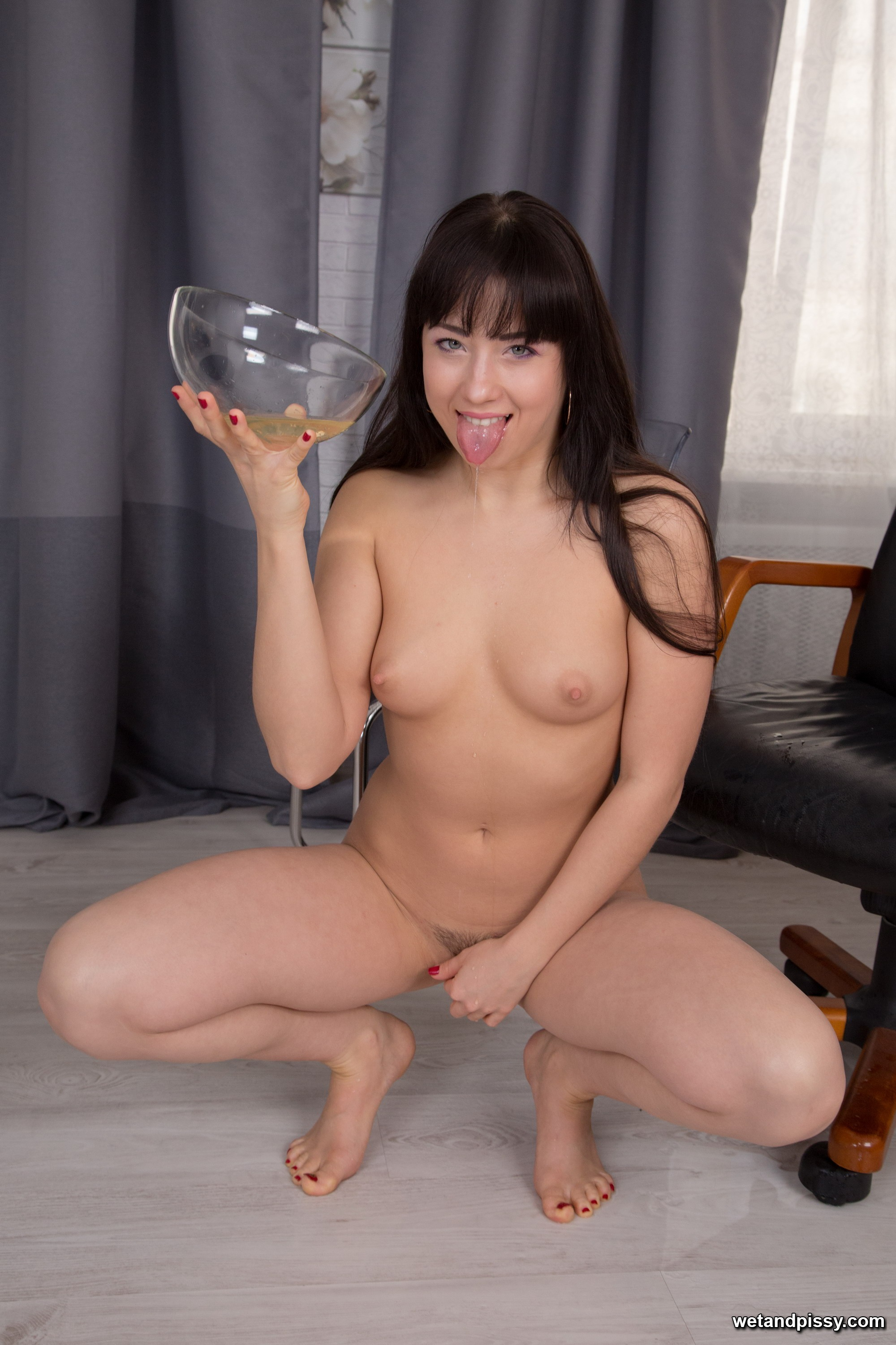 Taissia - Wet and Pissy 98028