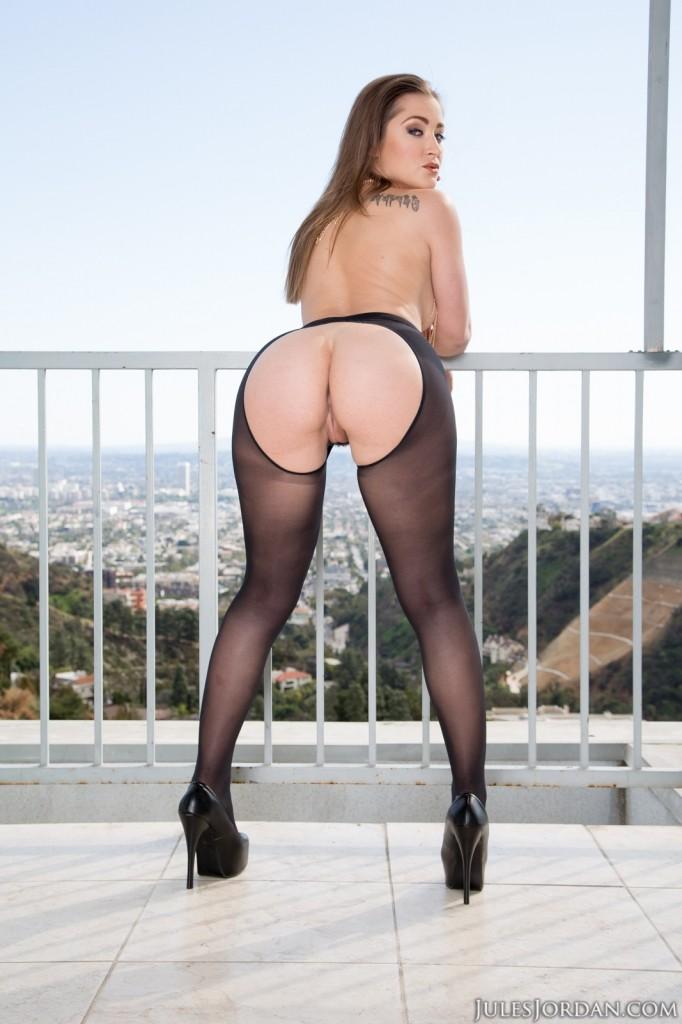 Round butt and big boob