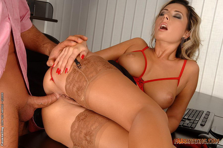 Порно фото секретарши в чулках