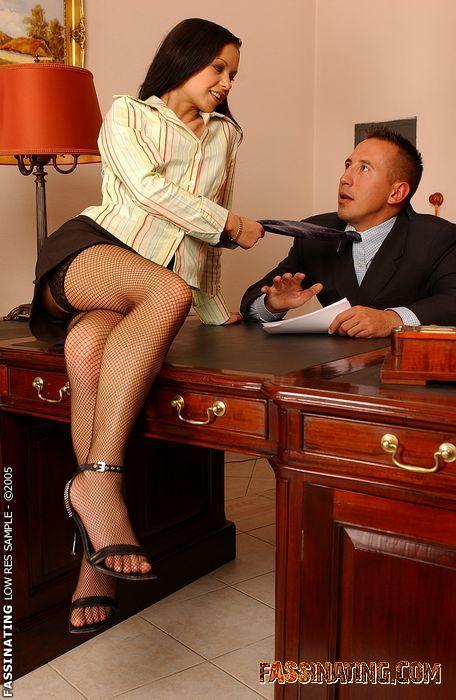 Видео домохозяйка соблазнила начальника, самые огромные груди мира еротика фото