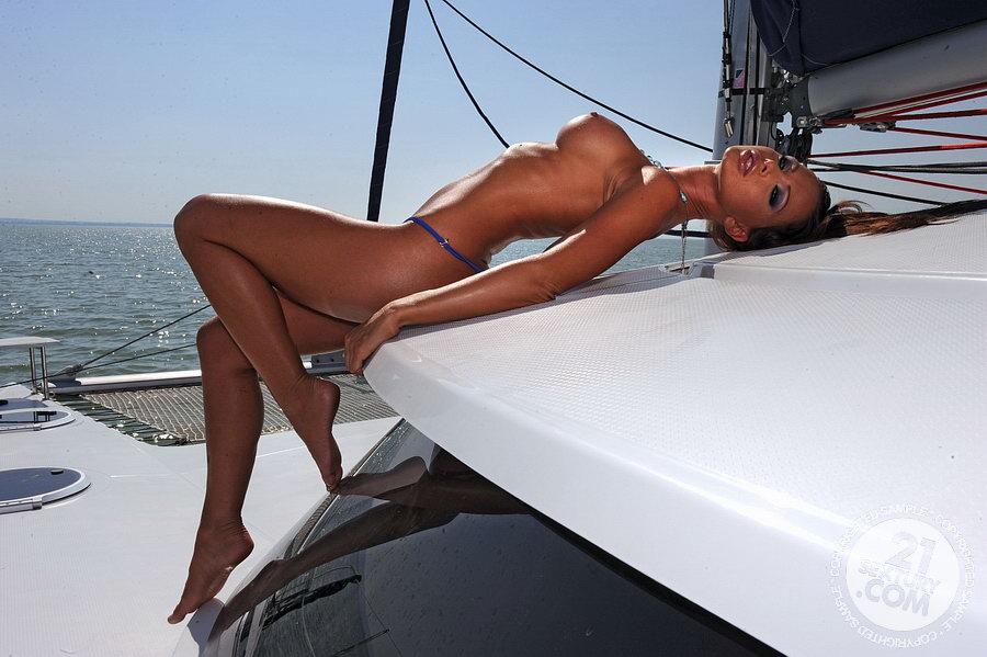 Эротика видео яхта массаж #4