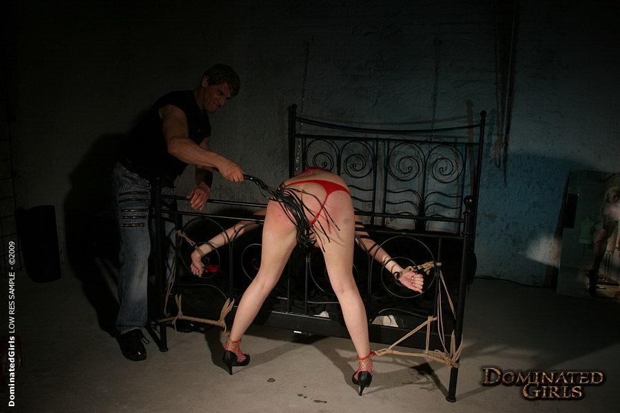 фото порка привязанной девки