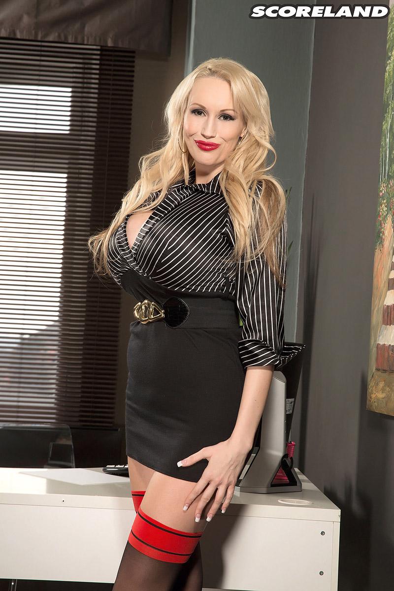 Sandra Star - Call Her Sandra Superstar Now - ScoreLand 103746