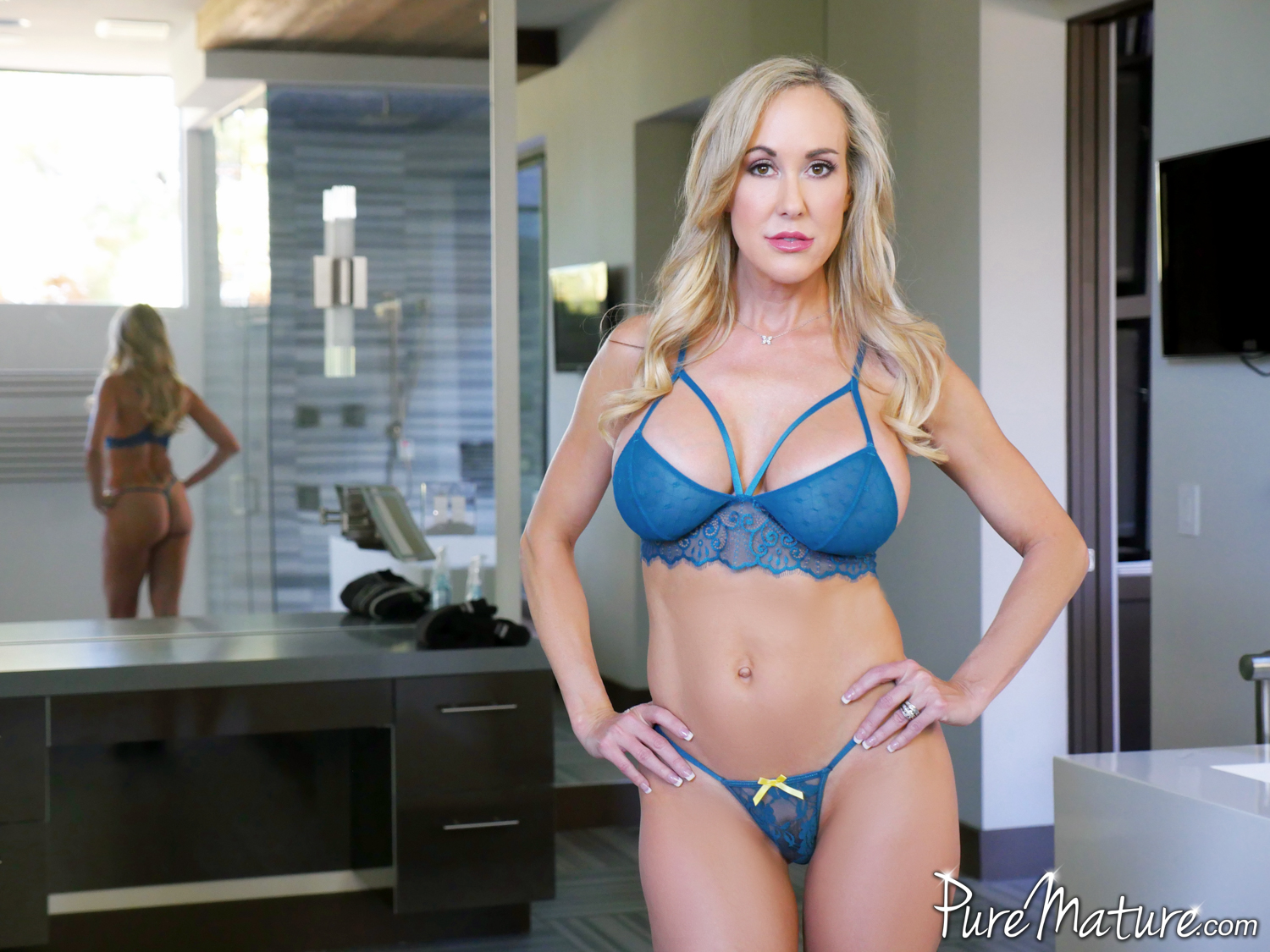 Brandi Love Strip Masturbation