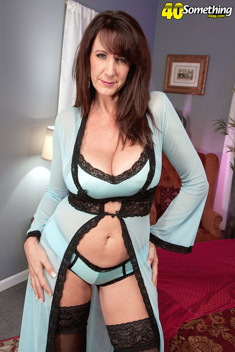 Cassie Cougar - The Ultimate Cougar - 40 Something Mag 105813-3162