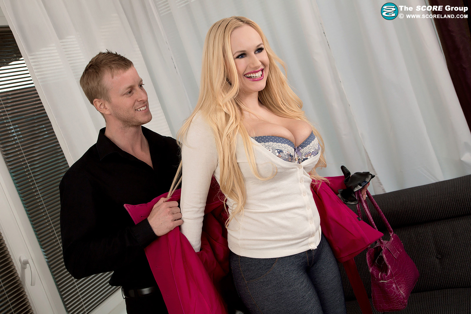 Hot blonde Angel Wicky does anal with a man on the first date № 1433951 бесплатно