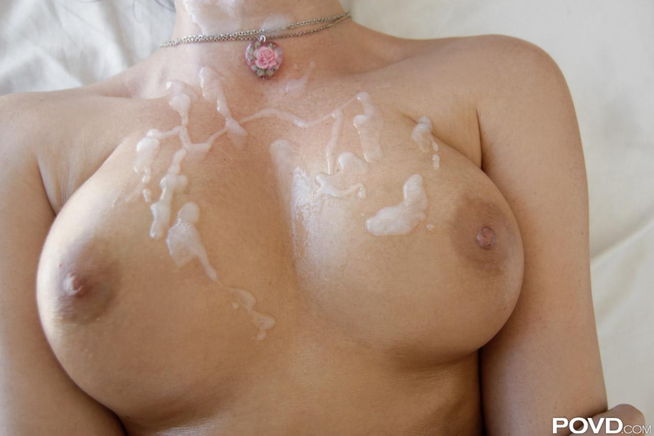 фотографии сперма на груди - 12