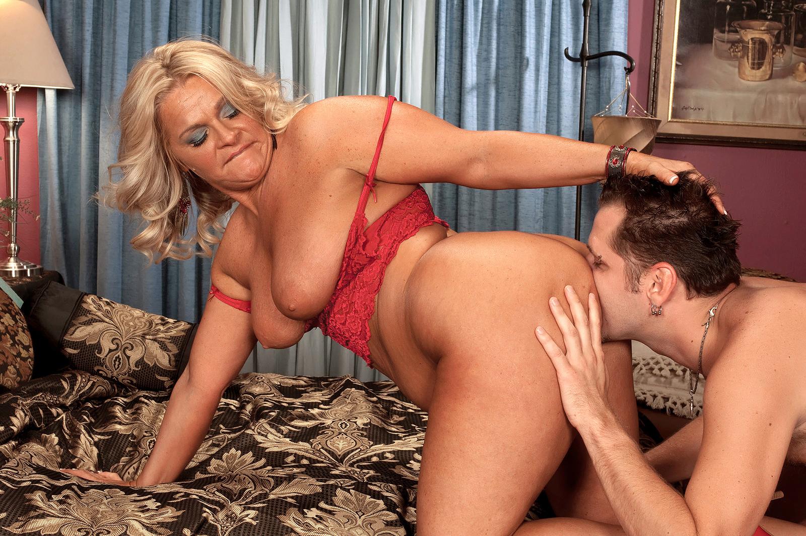 Ебля пожилой московской проститутке — pic 9