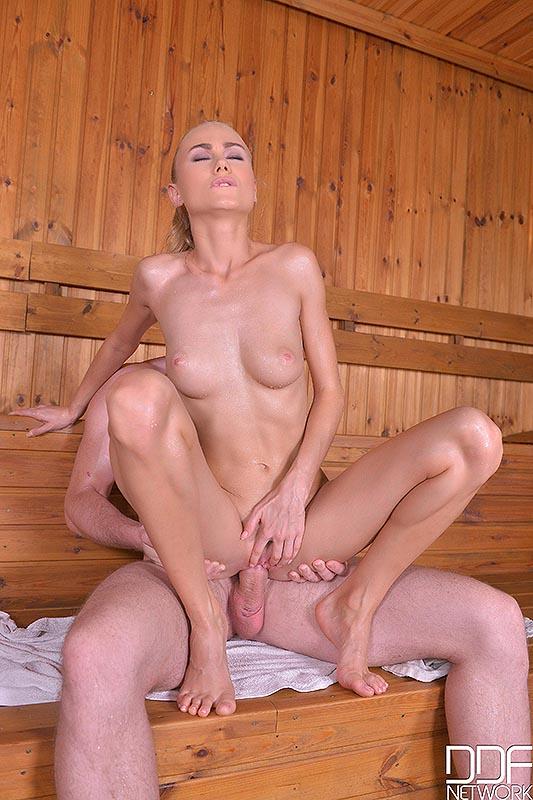 Sauna Footjob