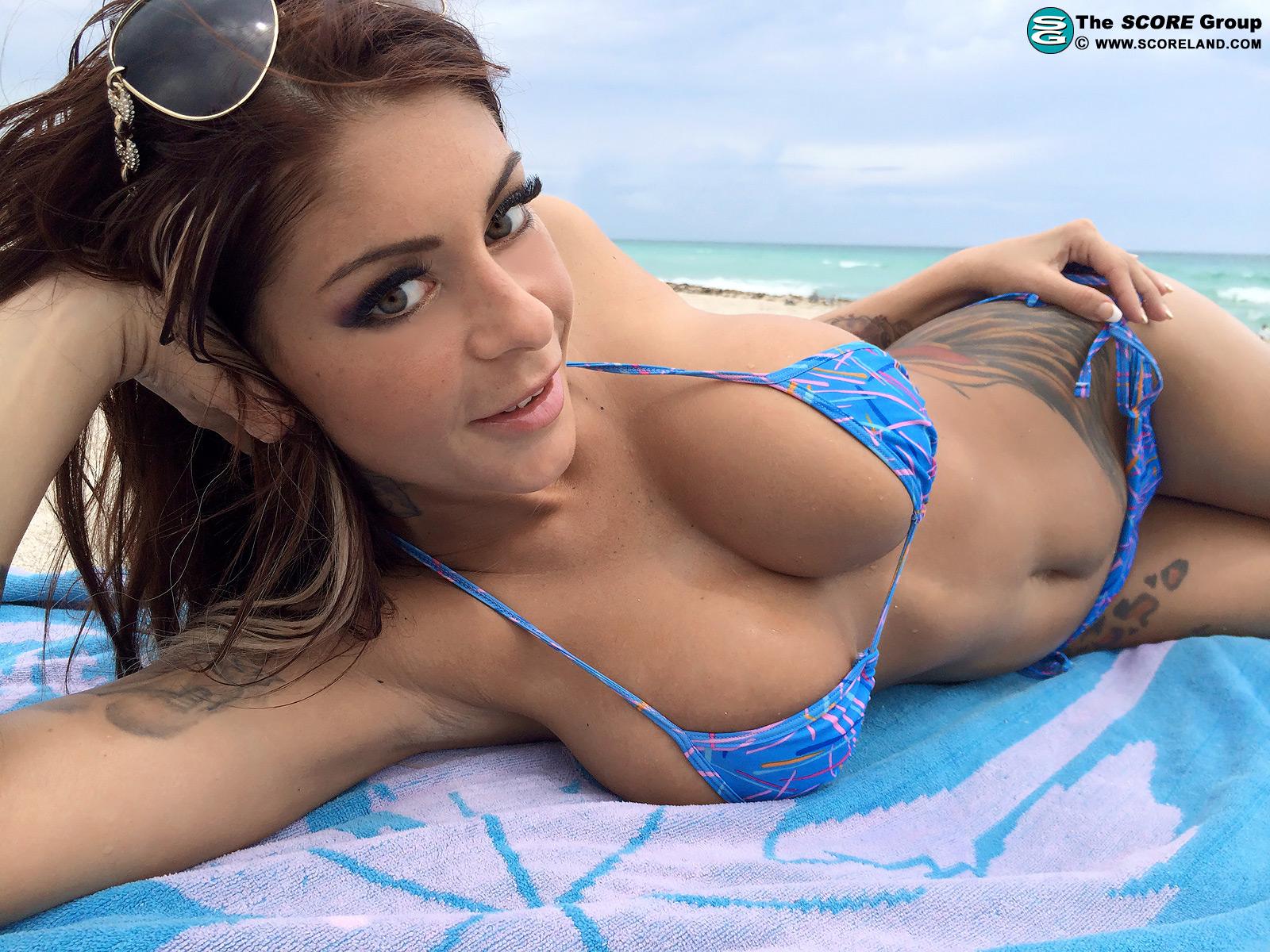 Nude mature women saggy tits