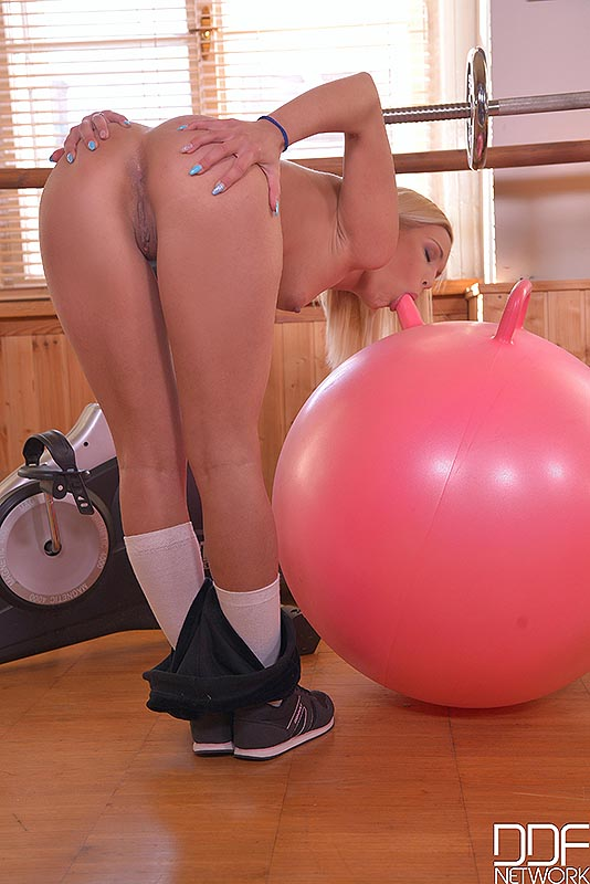 Bouncing exercise ball porn — pic 14