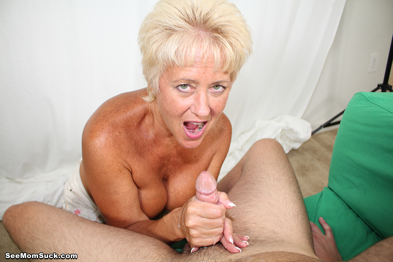 Hot Wife Tracy - Sucking Photo Session - See Moms Suck 111962-6478