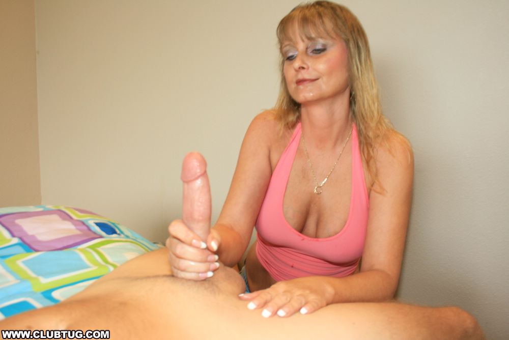 Europea flight attendance gives hand job