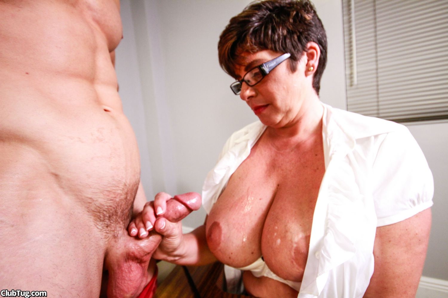 Milf Caught Boy Wanking And Make A Final Move