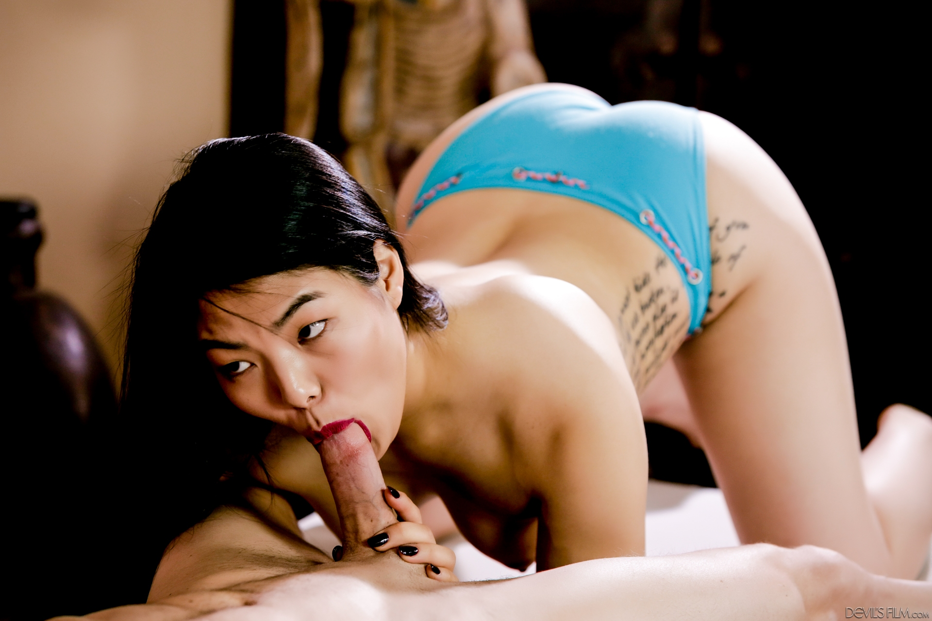 Порно азиаточки стрип, трахаются в презервативе фото