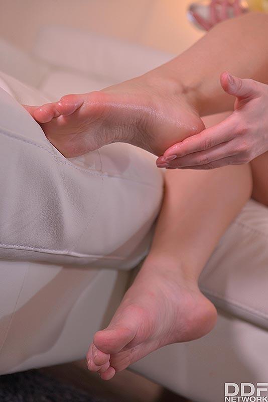 Foot fetish fight-9450