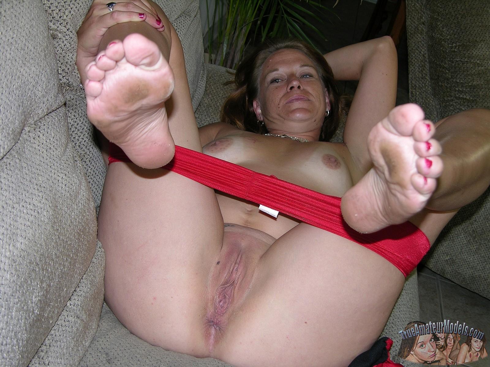 Mature amateur babes feet