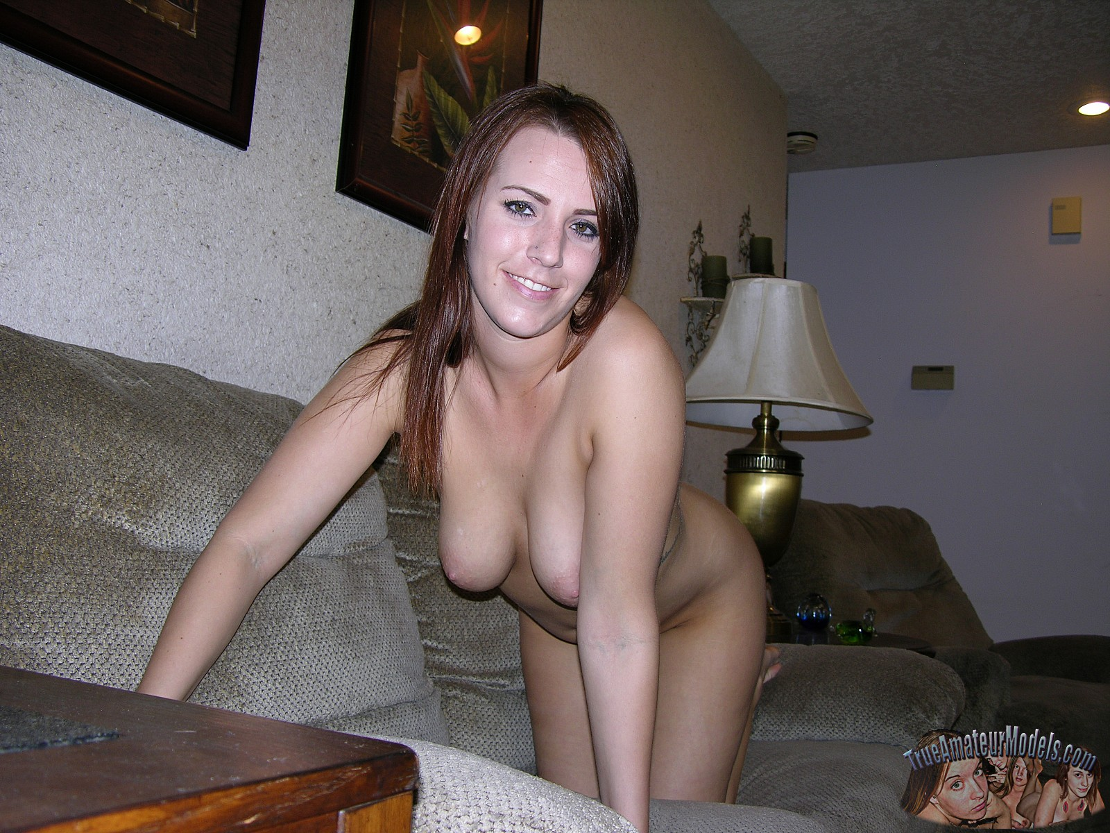 smiling-nude-amature