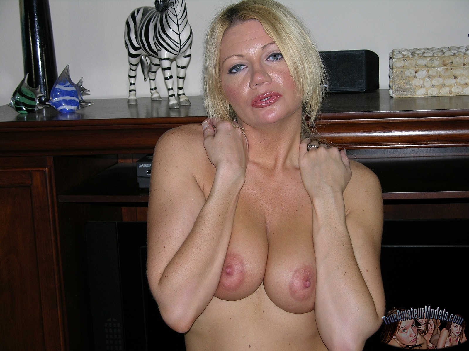 Uk busty blonde milf pammie anderson teases her pink shaved pussy