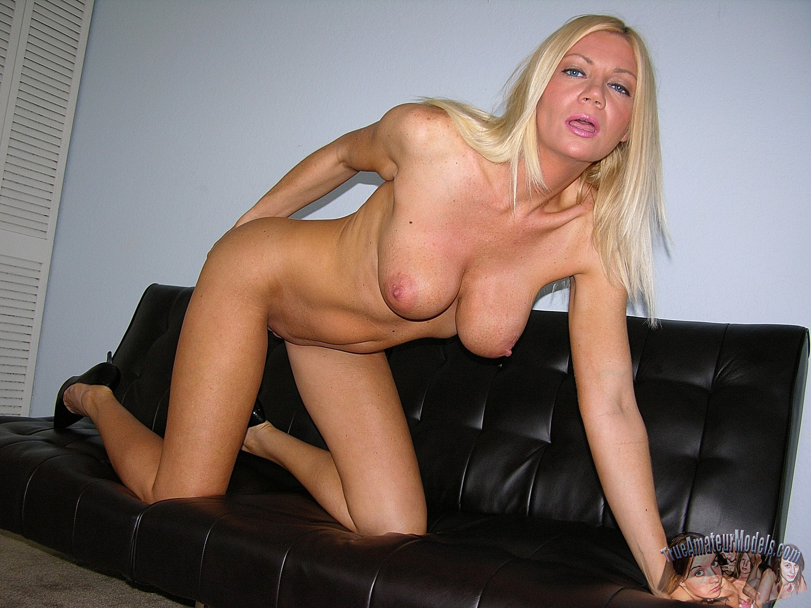 Sexy Milf Blond
