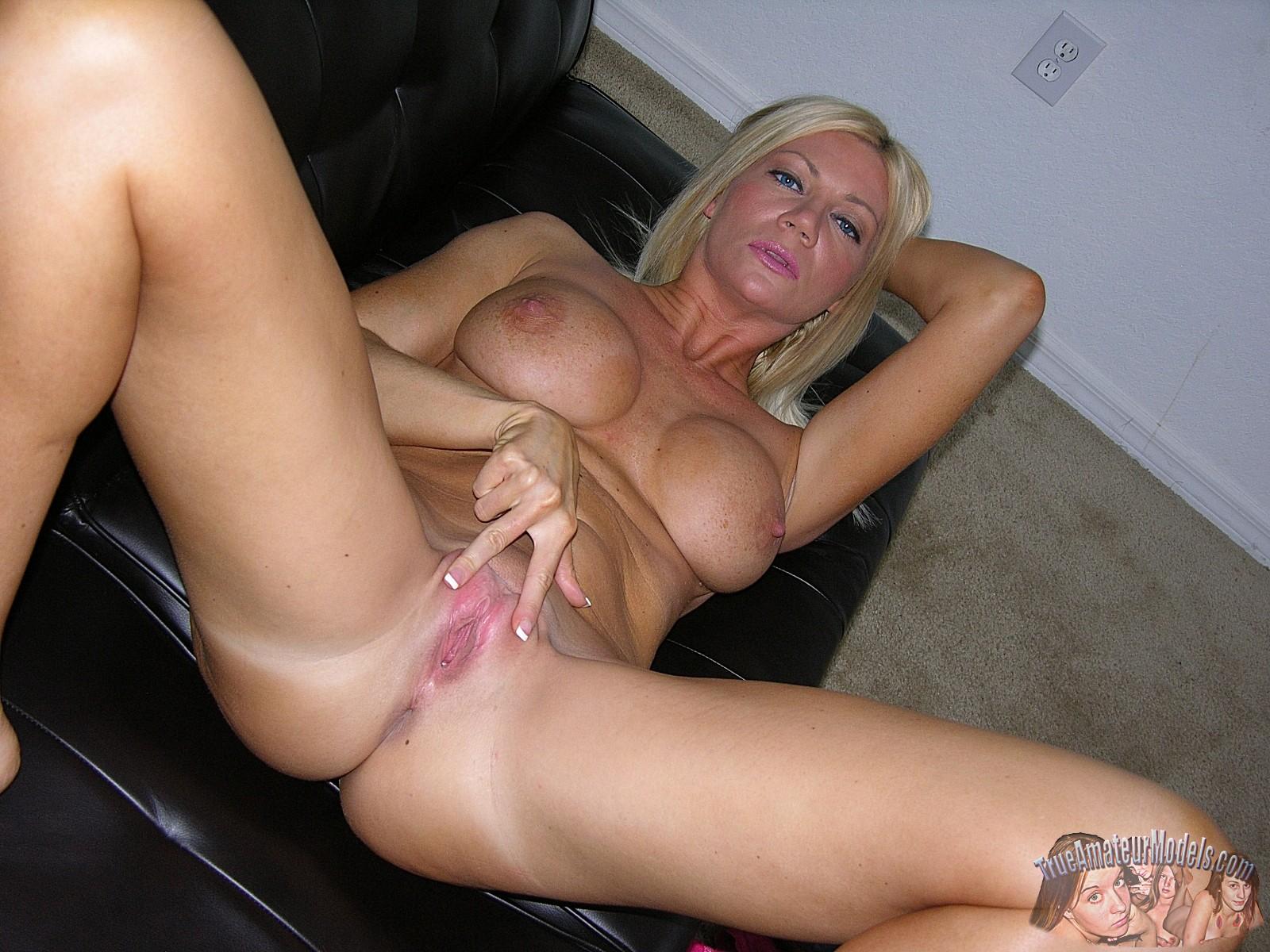 Slutty girls naked pic
