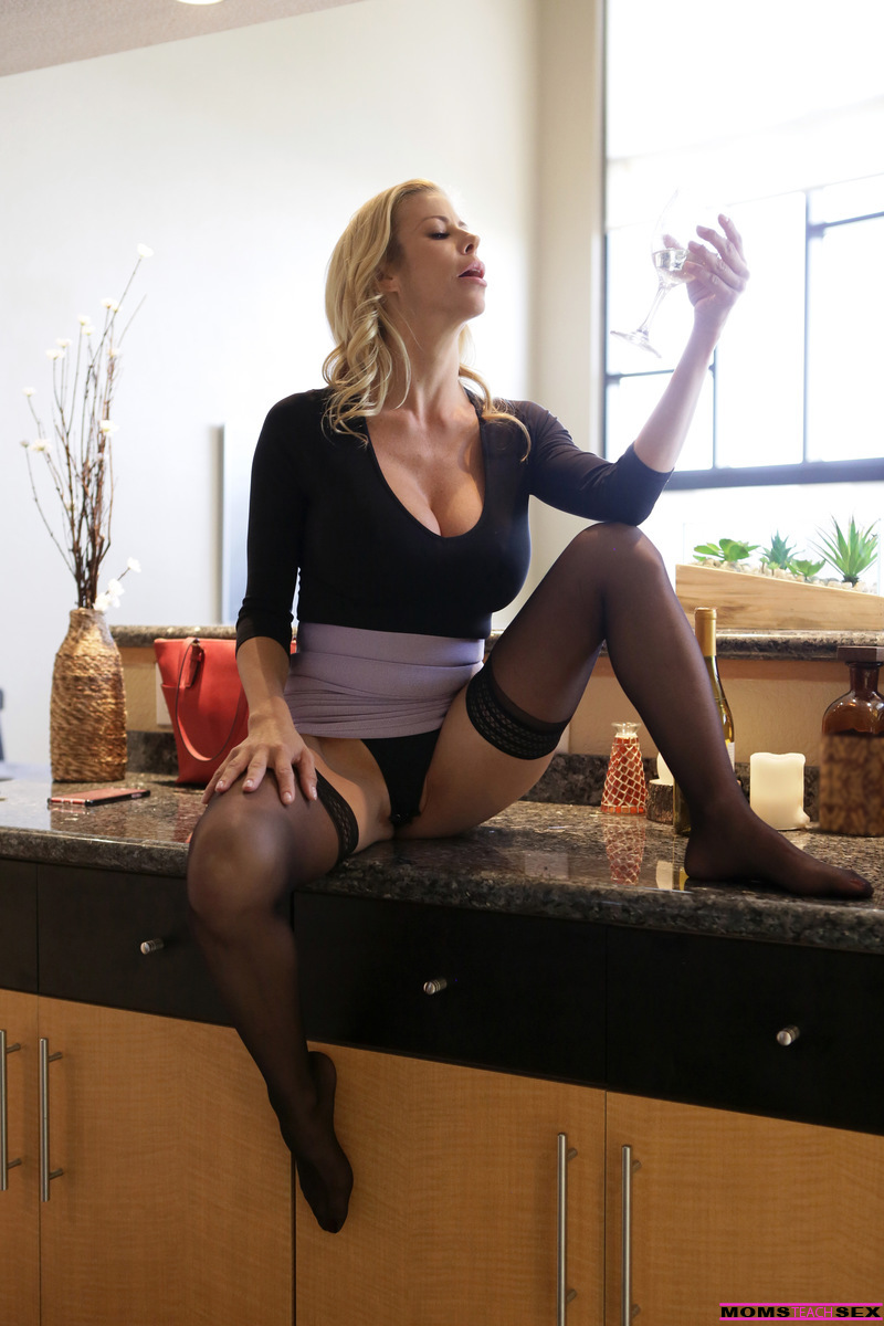 Friends Mom Alexis Fawx