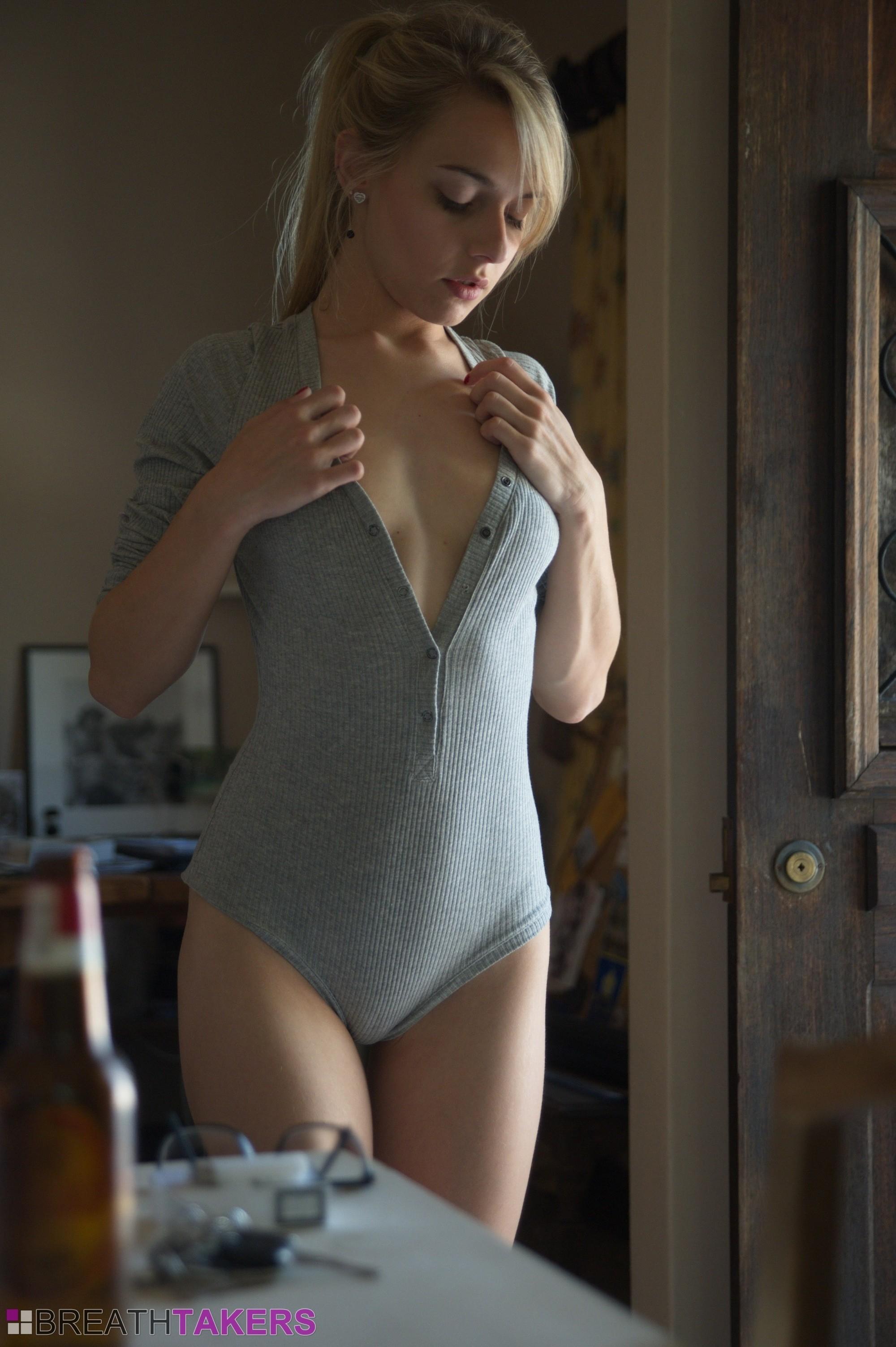 Chloe Toy - Blonde - Breathtakers 118058-7423