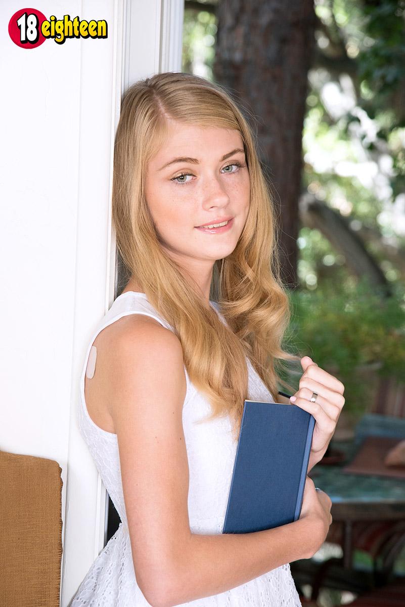 Hannah Hays Boneable Blonde Eighteen gallery-40752   My