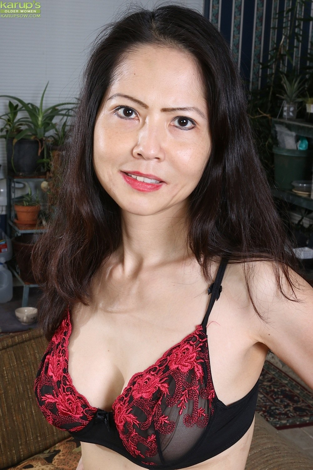Mature Asian Babe Emmeline Johnson Toying Her Tight Twat -1424