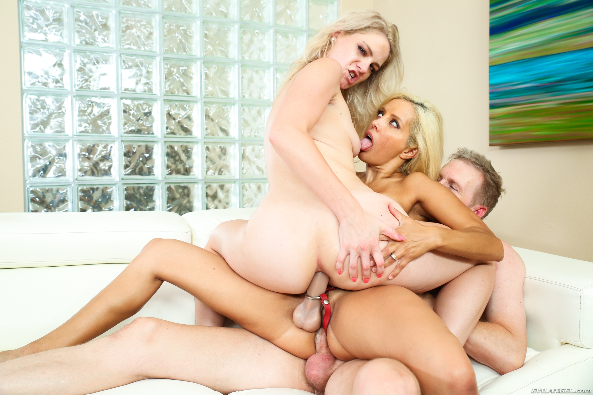 Teen Babe Ffm Threesome