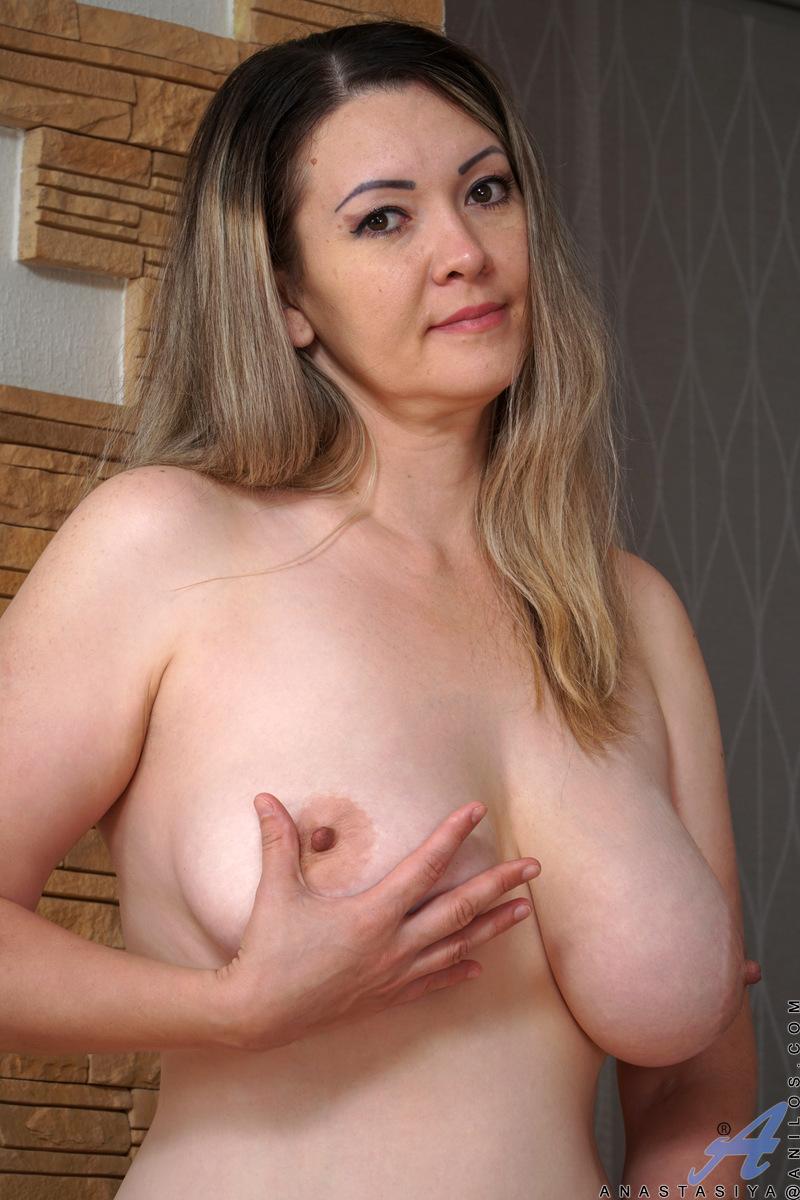 Huge native tits