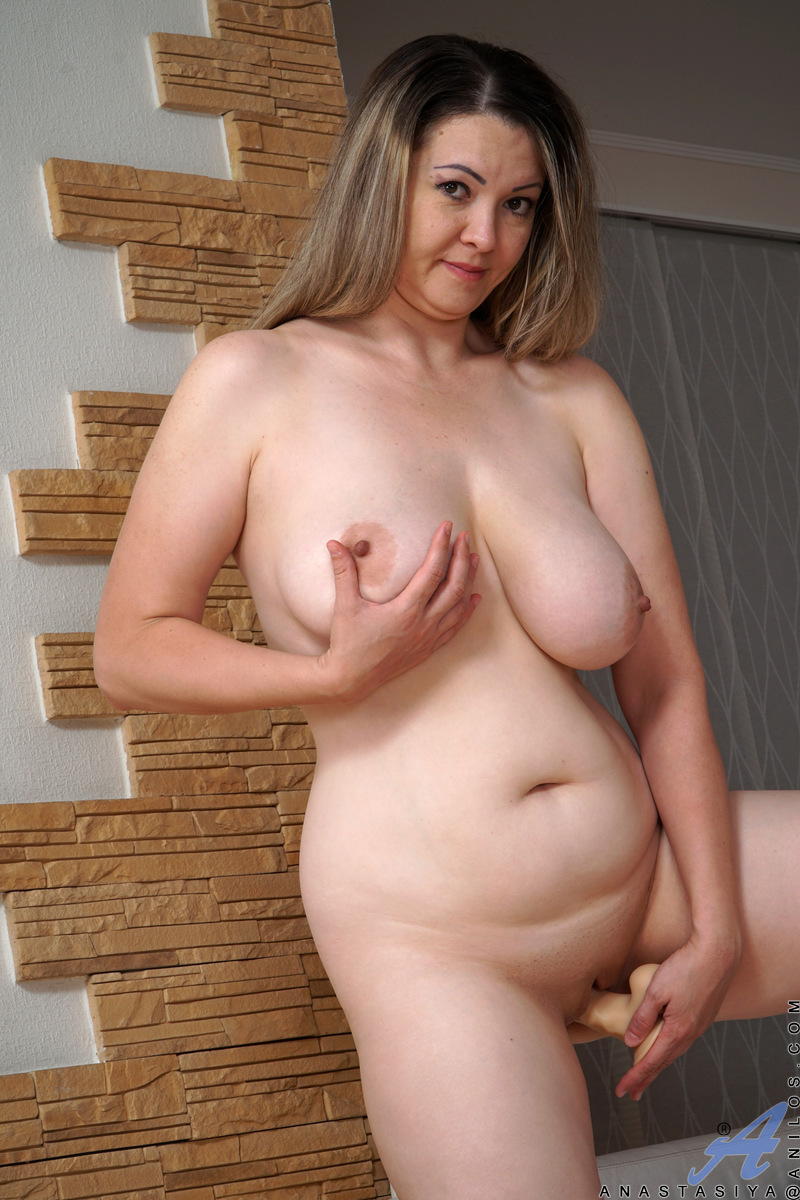 Mom With Natural Boobs