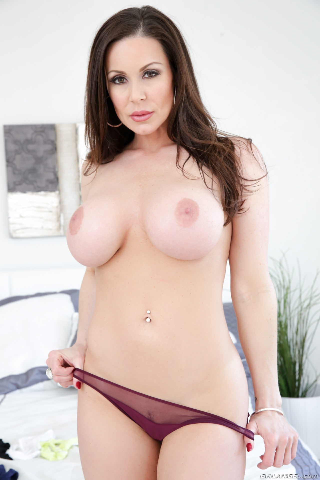 Kendra lust contact