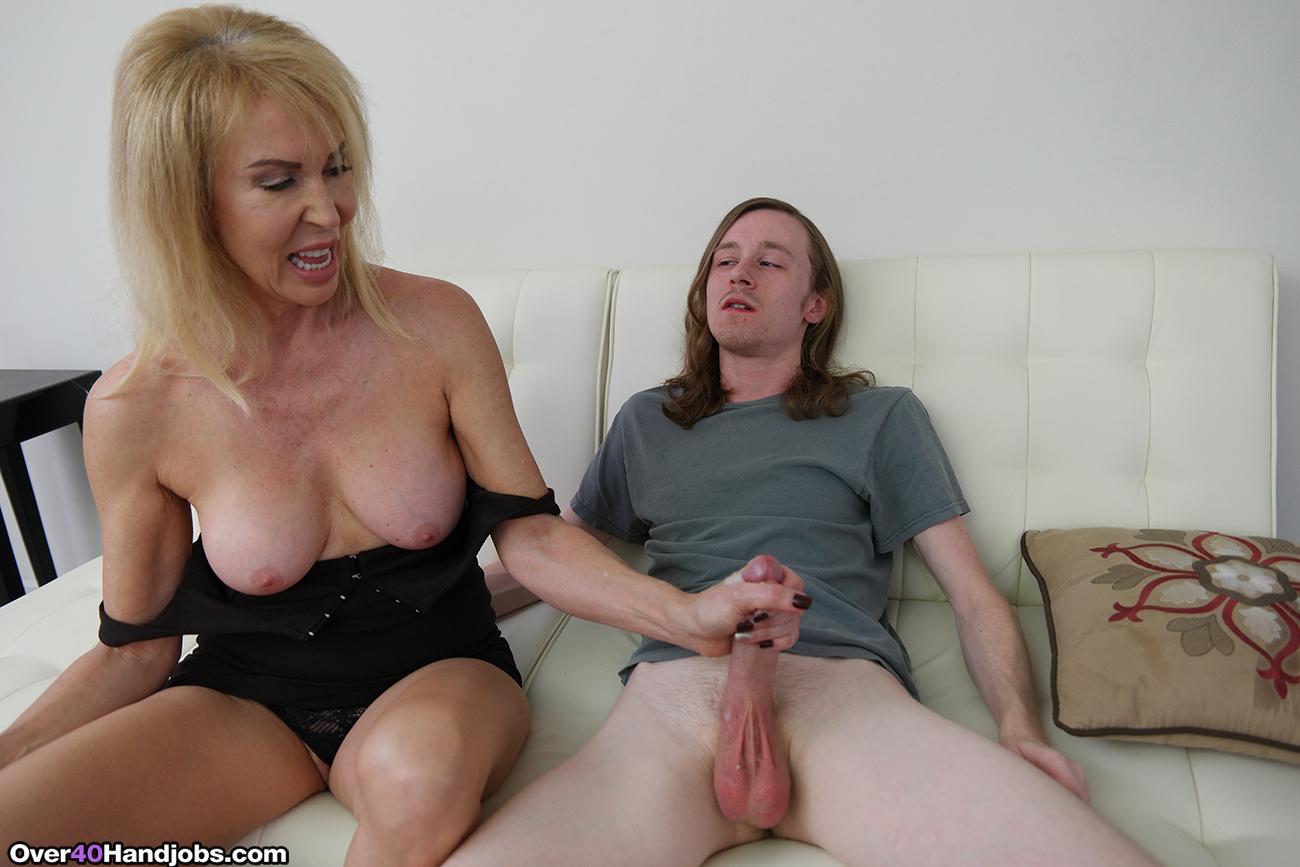 Sexy milf stepmom welcomes jailbird son with a handjob