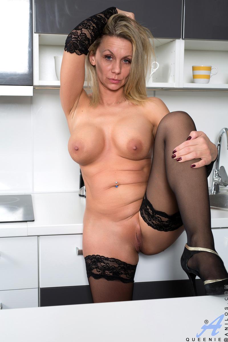 Lesbian mom aaliyah love seducing aspen ora - 1 4