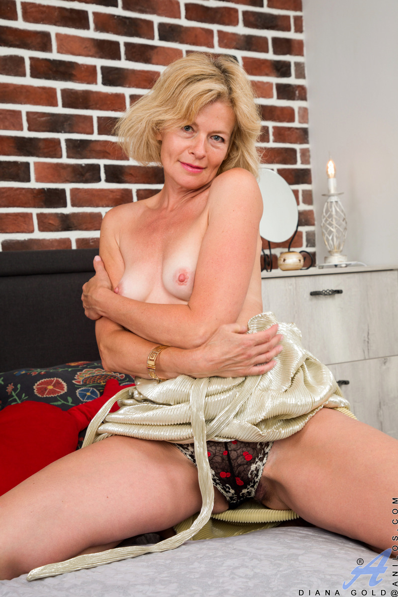 Porn diana mature field girls real