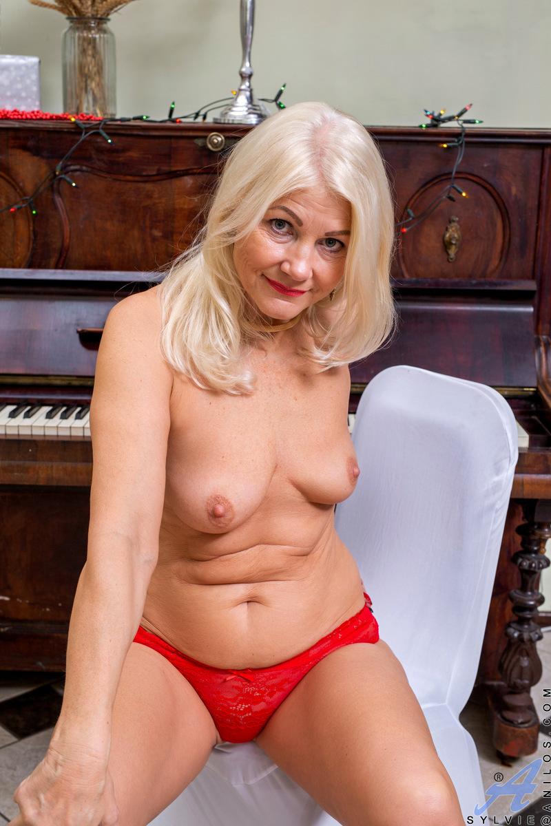 Silvie Deluxe Luxhole Erotic Pictures Hd
