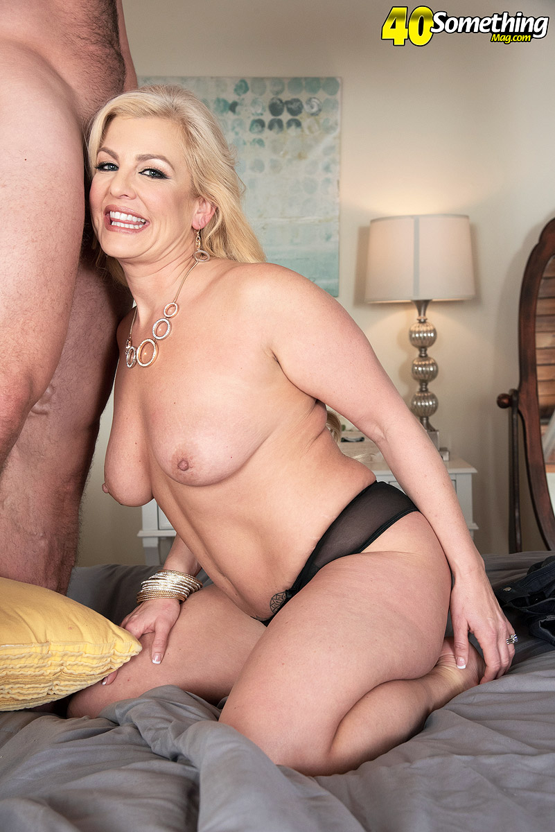middle-aged-blondes-fucking-hot-pussy-eating